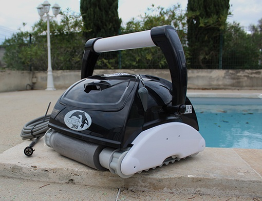 Orca pool cleaner