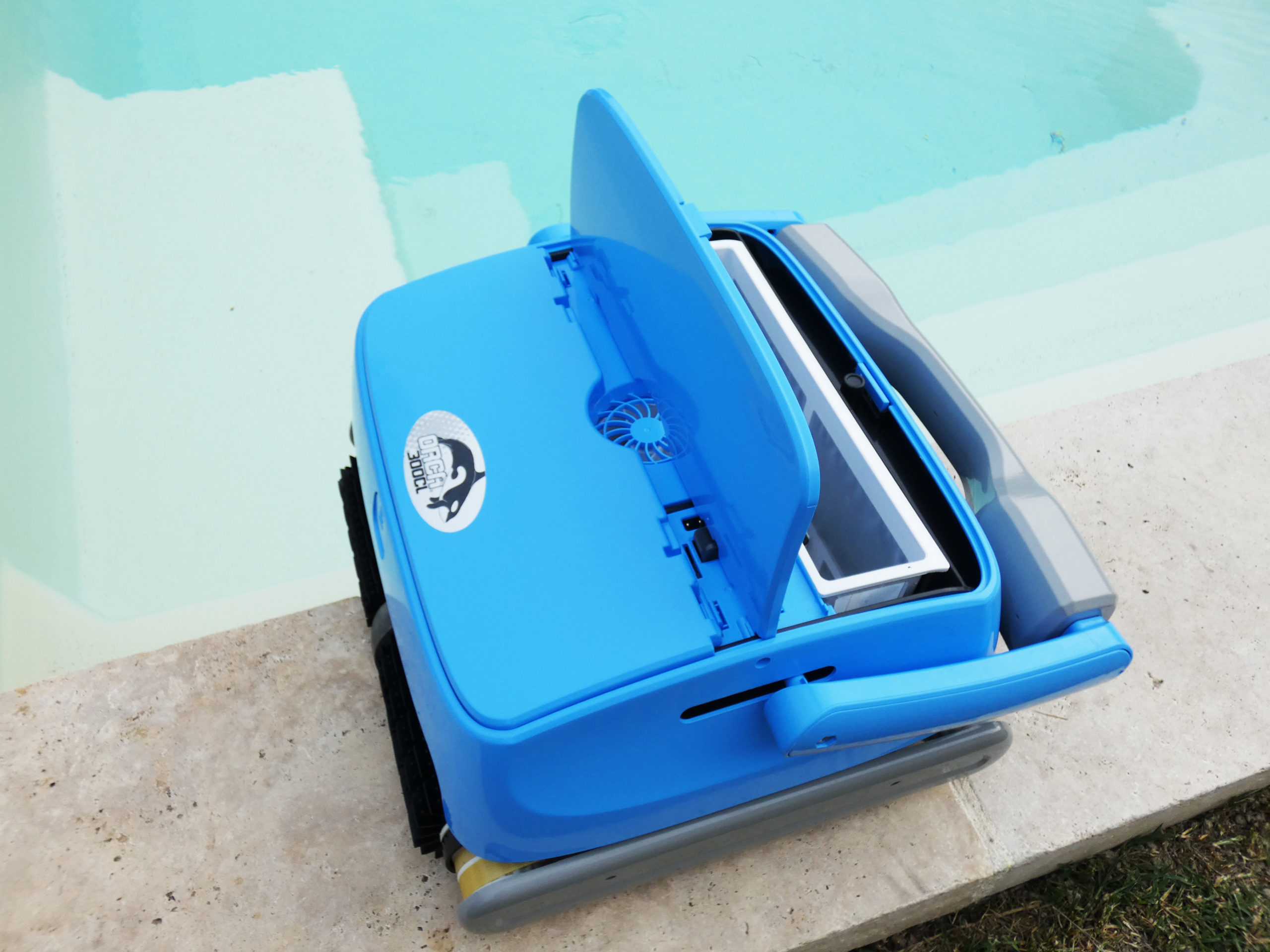 Robot piscine nettoyage fond parois et ligne d'eau Orca 250